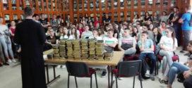 Краљевачки гимназијалци на поклон добили Свето Писмо