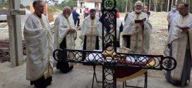 Освећење Крста за храм – нови благослов у данима искушења на Белој Земљи