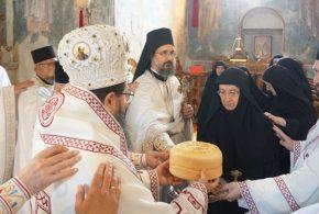 Васкрсни понедељак и празник Светог Николаја Жичког у Манастиру Жичи